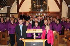 Fiona Bruce MP with Christorpher Cromar and Choir